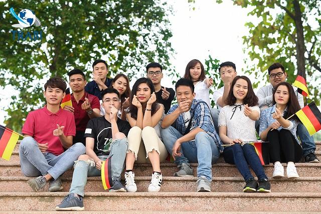 Người Việt sinh sống khá đông và tập trung tại các trường đào tạo nghề điều dưỡng