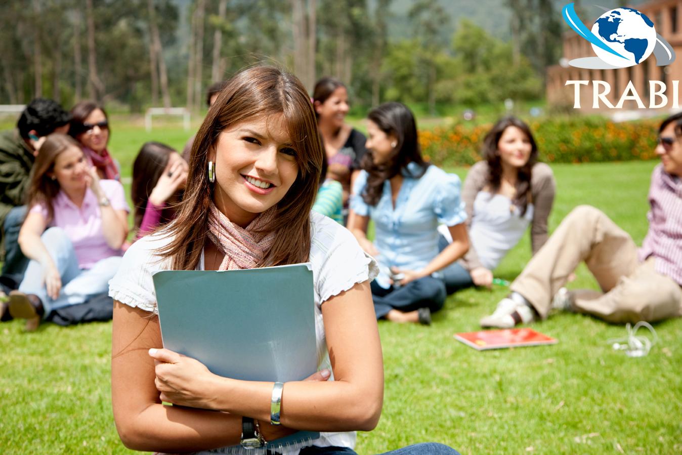 Sinh viên ngành kinh tế có thể làm việc trong nhiều ngành sau tốt nghiệp