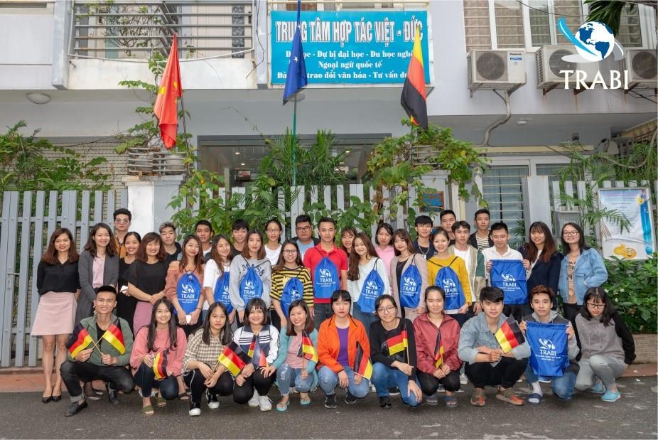 Tham gia lớp học tiếng Đức tại trung tâm TRABI