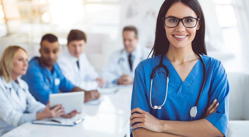 Ngành nghề dễ xin việc nhất ở Đức là điều dưỡng viên chăm sóc sức khỏe