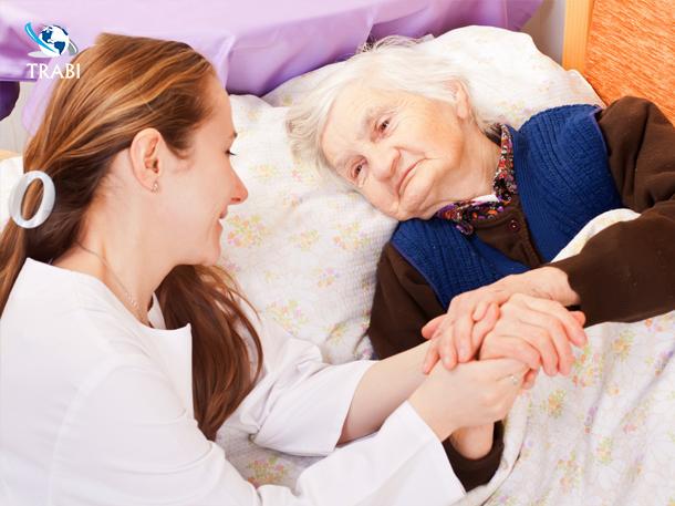 Nghề điều dưỡng - chăm sóc người già